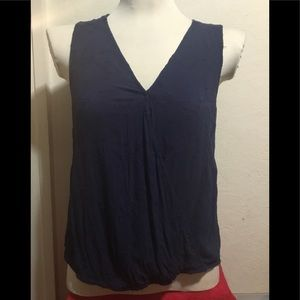 Skies are Blue Sz med Blue pullover sleeveless top